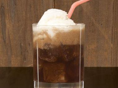 Cola nápoj