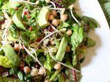 Zelený salát s cizrnou a quinoou recept
