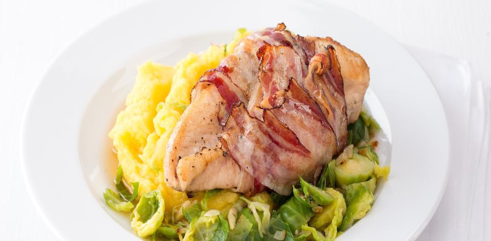 Kuřecí prsa se slaninou a kapustičkami s polentou