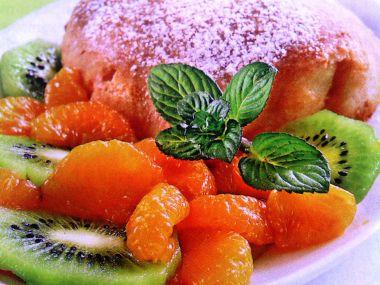 Pečený pudink s horkým ovocem
