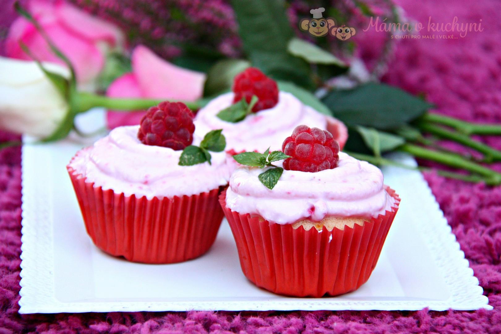 Podmáslové muffiny s malinovým tvarohem recept