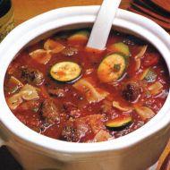 Italská polévka s cuketou a klobásou recept