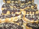 Banánky s čokoládou a ořechy z odpalovaného těsta recept ...