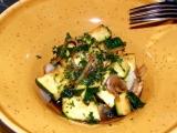 Teplý cuketový salát k masu, rybě a pod. recept