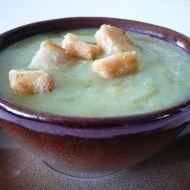 Krémová hrášková polévka s pestem recept