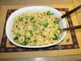 Těstoviny s brokolicí, bazalkou a piniovými oříšky recept ...