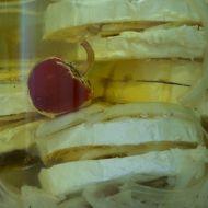 Nakládaný hermelín s cibulí recept