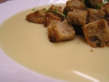 Česnečka krémová s krutony recept