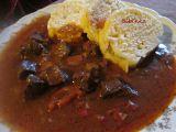 Balkánský guláš z vepřového srdce recept