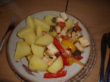 Uzené tofu na zelenině
