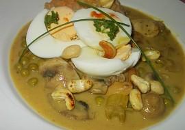 Kari omáčka se žampiony, oříšky, vejcem a hráškem recept ...