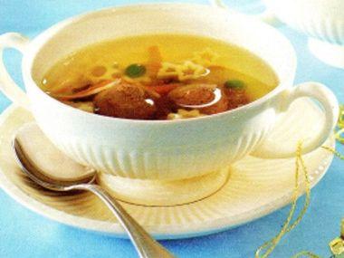 Zvěřinová polévka s játrovými knedlíčky