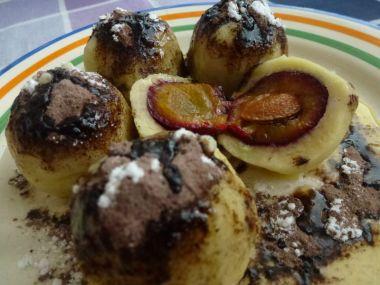 Zemiakové gule so slivkami a kakaom