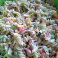 Těstovinový salát se zeleninou a kuřecím masem recept