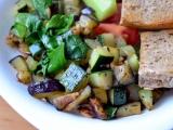 Cuketovo-lilková směs s bylinkami a česnekem recept  TopRecepty ...