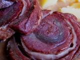 Dušený hovězí pupek na pepři v cibulové omáčce recept ...