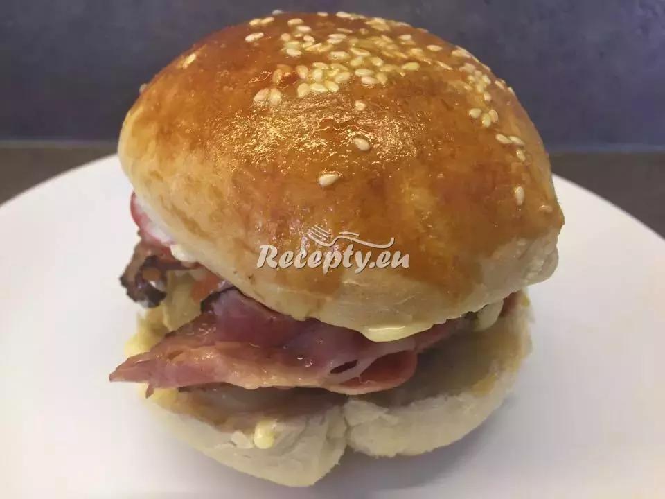 Šťavnatý domácí hovězí hamburger recept  grilování