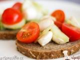 Salát s mini mozzarellou recept
