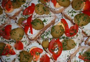 Báječné chlebíčkové tousty s tvarůžkovou pomazánkou