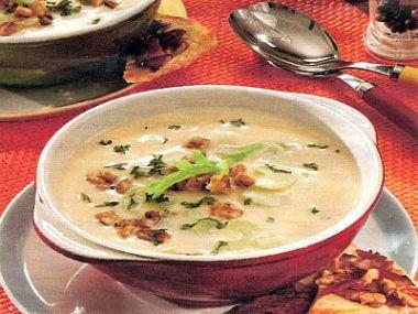 Celerová polévka se smetanou a žloutky