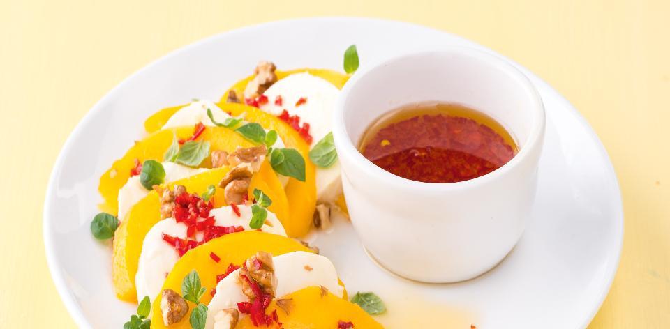 Carpaccio z manga s mozzarellou a chilli
