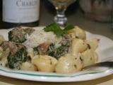 Těstoviny s masovými knedlíčky, špenátem a hlívou ústřičnou recept ...