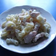 Salát s těstovinami, kuřecím a cottage recept