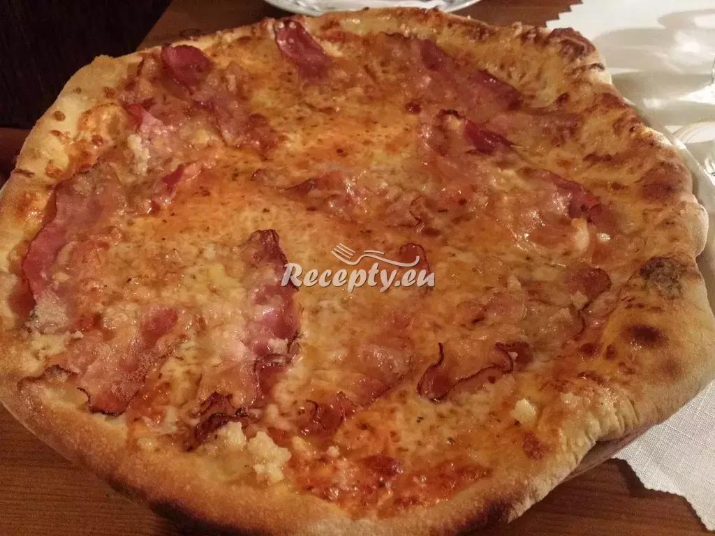 Pizza s červenou řepou a kozím sýrem recept  pizza
