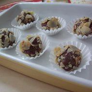 Datlové kuličky s mandlemi recept