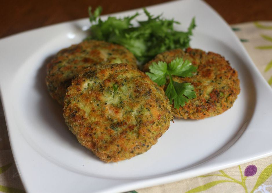 Karbanátky z brokolice a krůtí šunky s tvarohem recept  TopRecepty ...