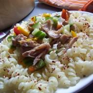 Těstoviny se zeleninou a kuřecími kousky recept
