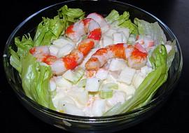 """""""Surimi"""" salát à la krevety a krabí tyčinky recept"""