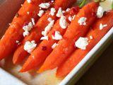 Medové mrkvičky s růžovým pepřem a čerstvým sýrem recept ...