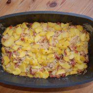 Zapečené brambory se zelím a uzeným recept