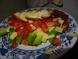 Omeleta s rajčetem a avokádem recept