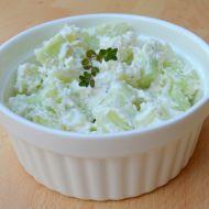 Okurkový salát s balkánským sýrem recept