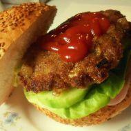 Hamburger s mletým masem a zeleninou recept