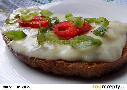 Jednoduchý voňavý sýr na topinku recept