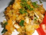 Kořeněné brambory s mrkví a kuř. masem recept
