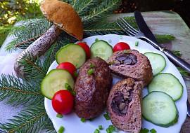 Válečky z mletého masa plněné houbami recept