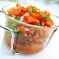 Rajčatový salát s cibulí recept