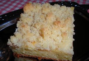 Hruškový koláč s tvarohovým těstem a žmolenkou