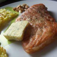 Losos s česnekovým máslem recept