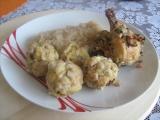 Kuřecí maso obložené směsí z cibule, tymiánu, česneku,... se zelím ...