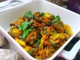 Pikantní lilkové kari s hlávkovým zelím recept