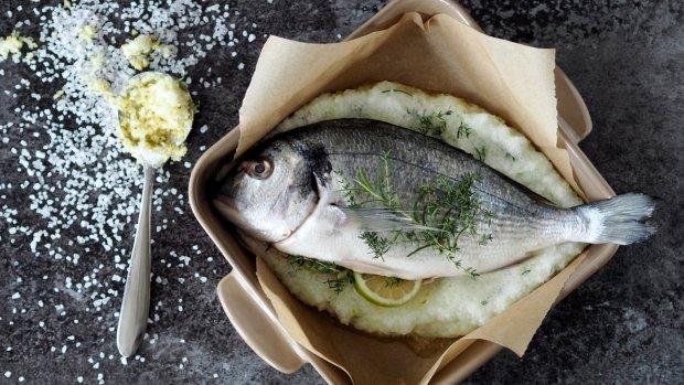 Pražma v solné krustě s citronem