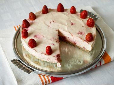 Jahodový cheesecake s bílou čokoládou