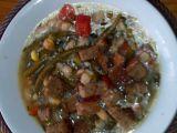 Pikantní minestrone s česnekovými krutony recept
