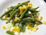 Fazolové lusky s česnekem a vejcem recept