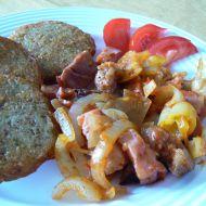 Pikantní směs s bramboráčky recept